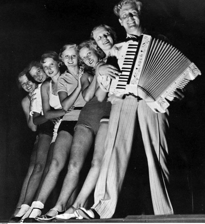 """""""Man braucht kein Geld"""": S...piel an der Komischen Oper Berlin 1932    Foto: Ullstein"""