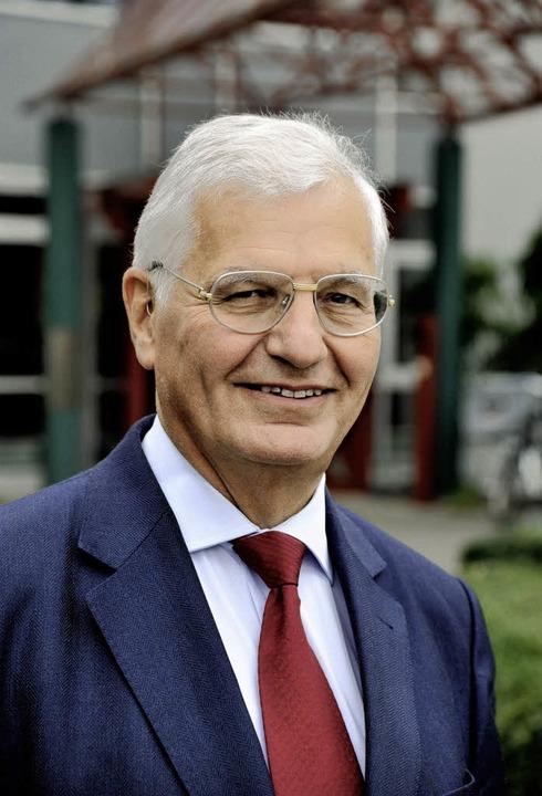 Wer wird Pensionär? Matthias Brandis &...or der Freiburger Universitätsklinik.   | Foto: Thomas Kunz
