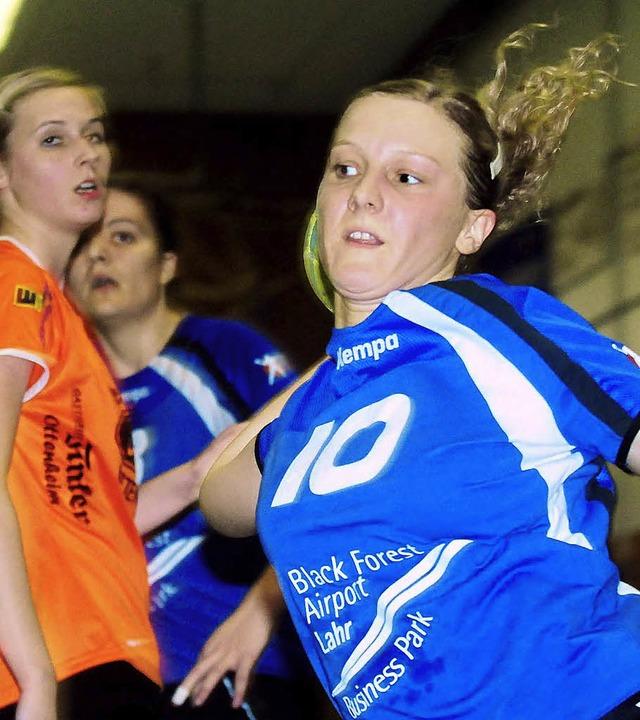 Tatjana Heim, beobachtet von Lahrs bes...ndem Haar am Ottenheimer Kreis durch.   | Foto: w. künstle