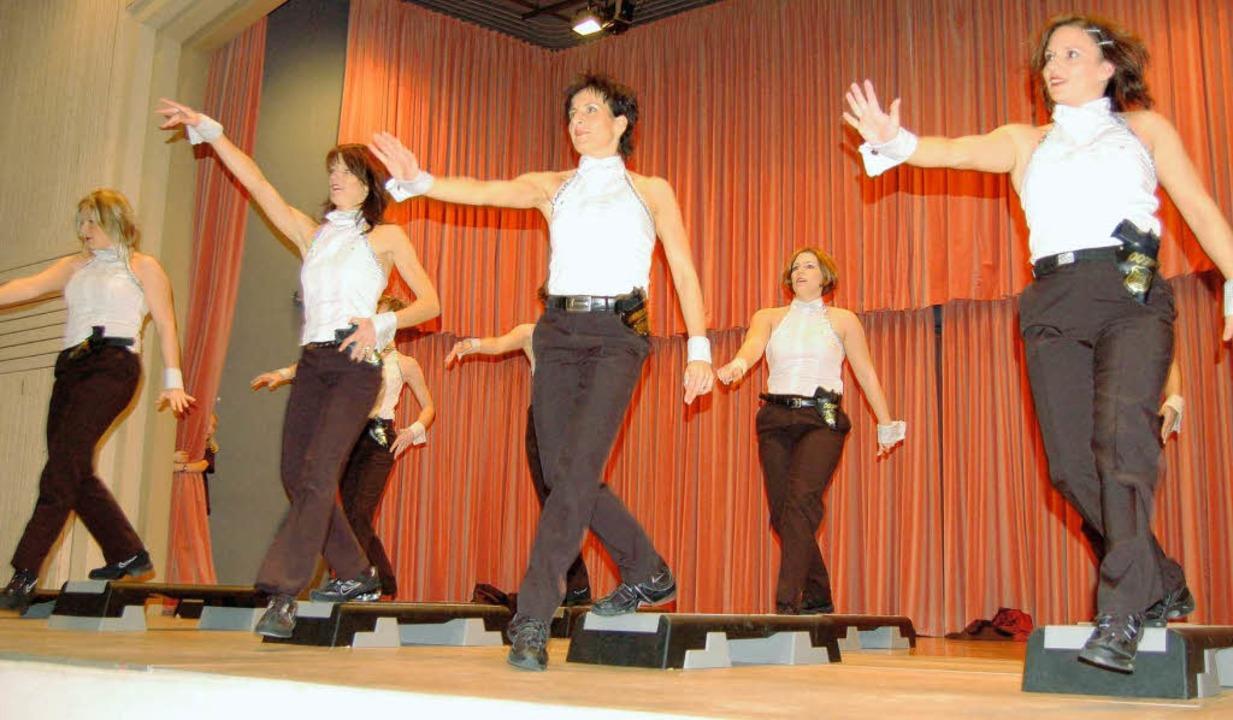 Schwungvoll die Tänzerinnen    Foto: Bernhard Birlin