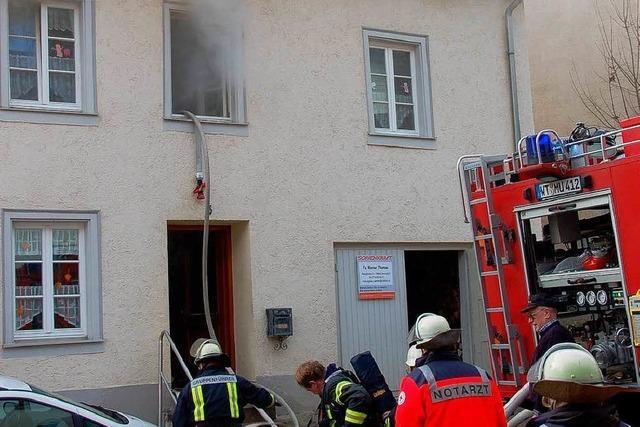 Feuer breitet sich auf allen Etagen aus