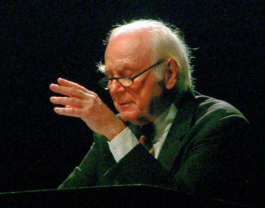 Loriot 2004 bei einem Auftritt beim Freiburger Zeltmusikfestival.  | Foto: Wolfgang Grabherr