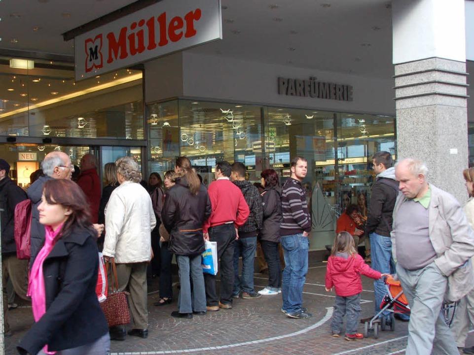 Viele Kunden in der Fußgängerzone standen vor verschlossenen Türen.    Foto: Silke Kohlmann