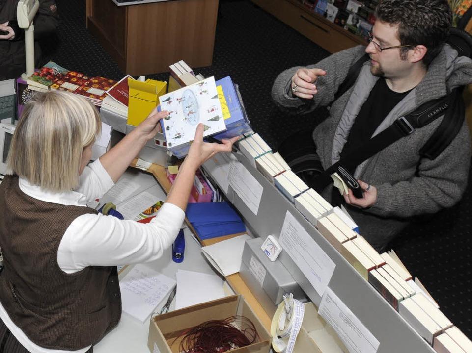 In der Buchhandlung Rombach ging der L...onische Kassen über die Verkaufstheke.    Foto: Ingo Schneider