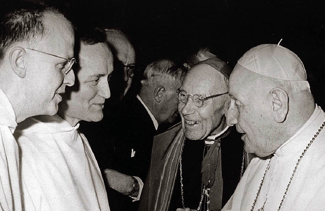 Partyplausch der Gottesmänner:  Kardin...(2. v. l.) beim Konzil in Rom  1963.    | Foto: KNA
