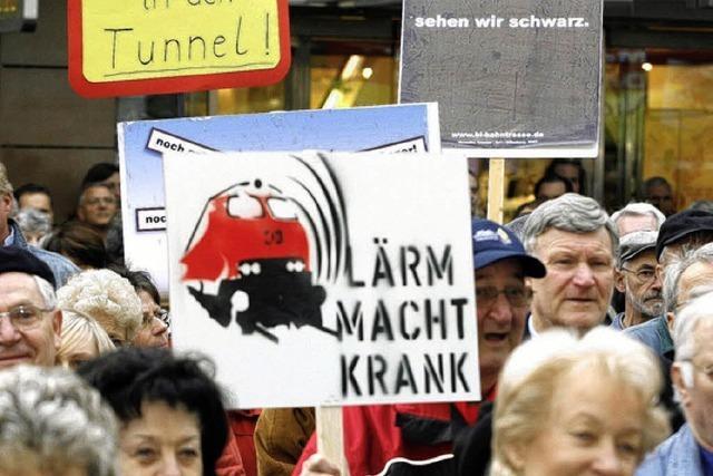 Sternmarsch gegen die Pläne der Bahn
