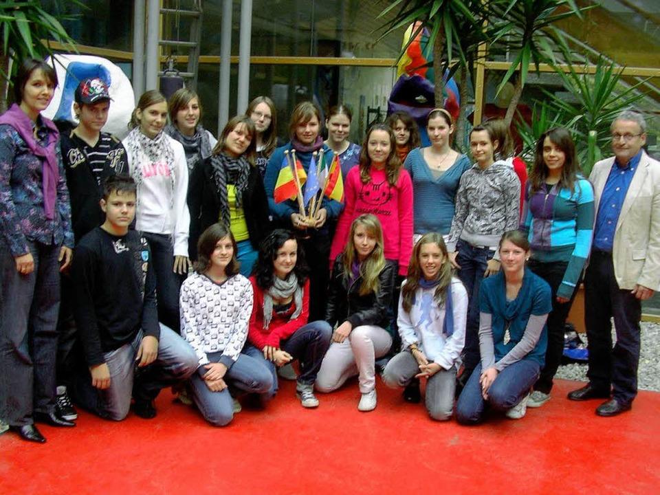 20 Neuntklässler des Waldkircher Gymna...mänien zusammen zum Thema Klimaschutz.  | Foto: Veranstalter