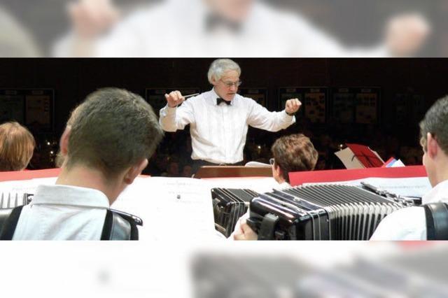 Dirigent Franz Disch sagt