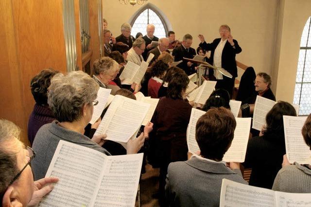 Sänger umrahmen das Patrozinium