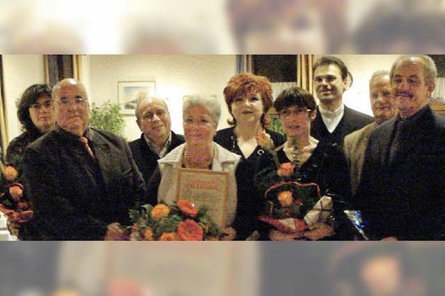 Der Kirchenchor ernennt Veronika Früh zum Ehrenmitglied