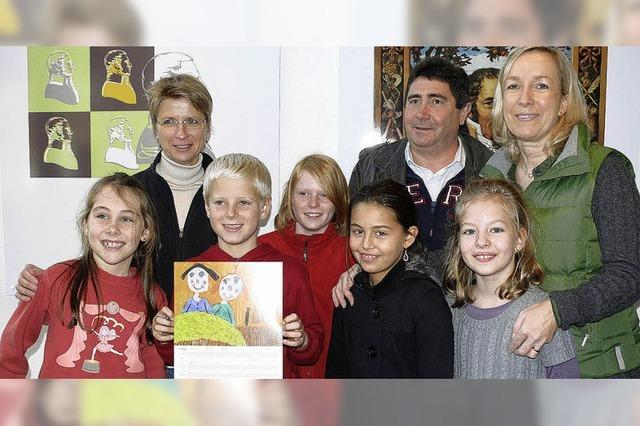 Familienkalender mit Bildern von Kinderhand