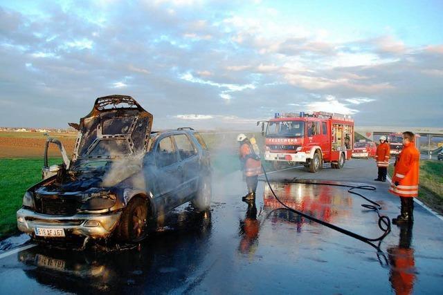 Mercedes brennt komplett aus