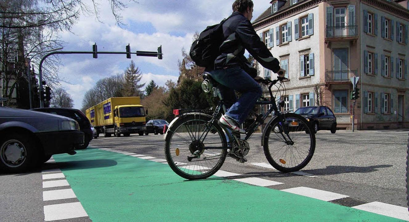 Radfahrer und Fußgänger sollen künftig...en städtischen Planern jedoch im Weg.   | Foto: archivfoto: helmut seller