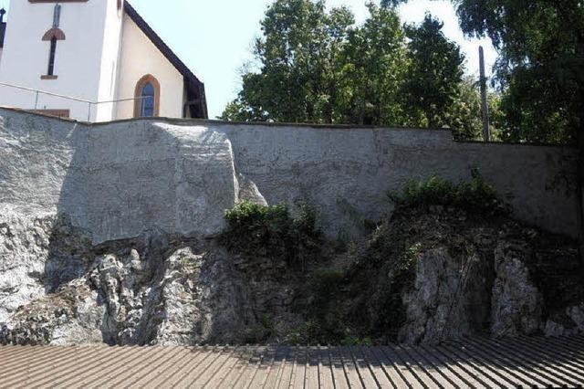 Betonmantel für Felswand