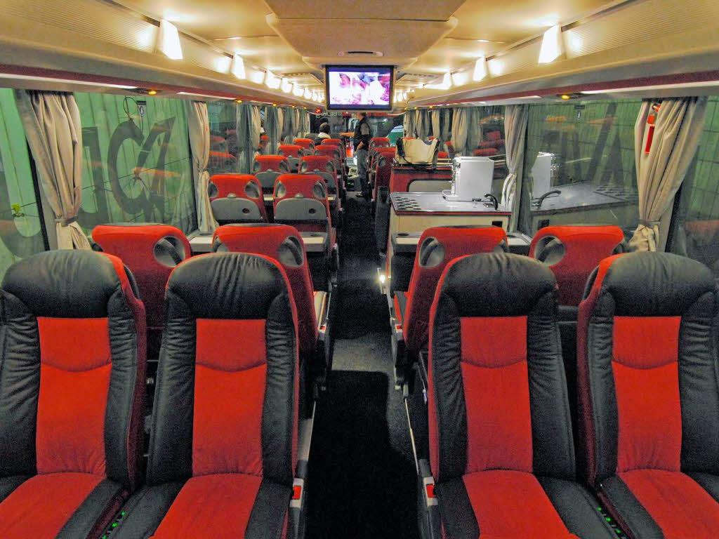 rundgang durch den neuen sc bus freiburg fotogalerien badische zeitung. Black Bedroom Furniture Sets. Home Design Ideas