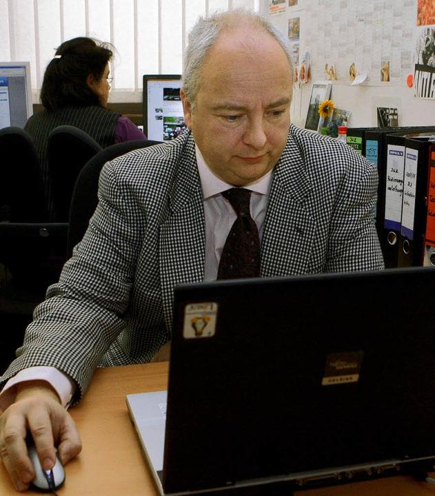 Auf der Suche nach Extremisten im Inte...Kompetenzzentrums im Verfassungsschutz  | Foto: dpa