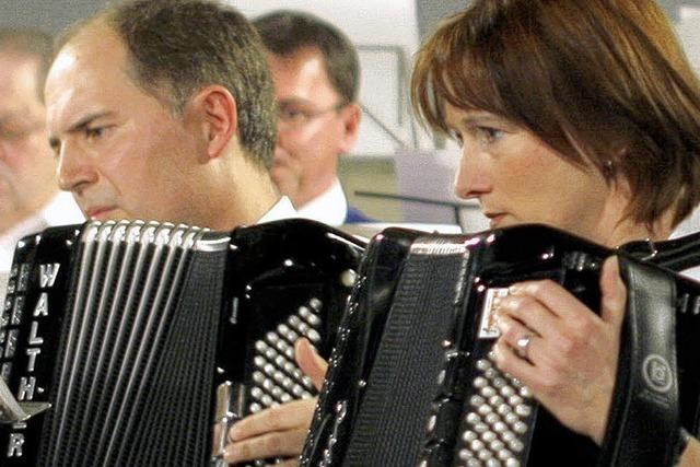Der Akkordeon-Club feiert mit Gästen