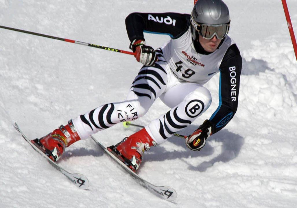 Rasant unterwegs in den neuen Skiwinter: Patrick Beha vom  SC Neustadt    Foto: Helmut Junkel