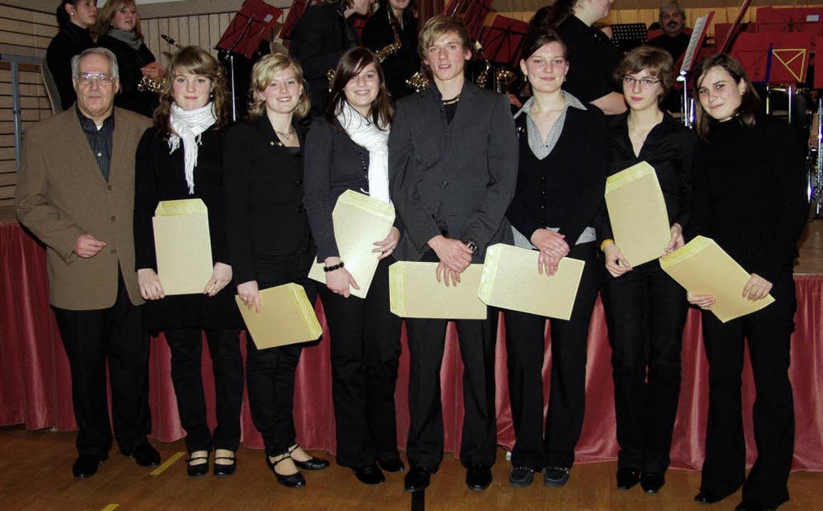 <Bildtext>Die sieben Träger des Golden...räsident Helmut Steinmann.</Bildtext>   | Foto: Silke Hartenstein