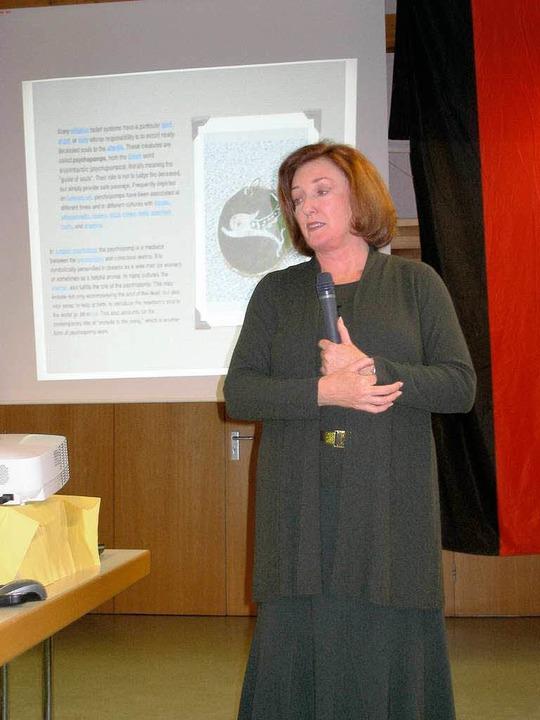 Sharon Taylor bei ihrem Vortrag über d...riegs über Sachsen abgeschossen wurde.  | Foto: Barbara Schmidt
