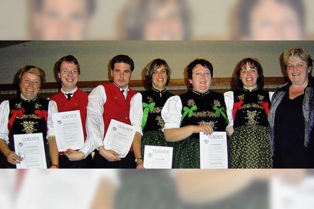 Verband ehrt treue Harmonikaspieler