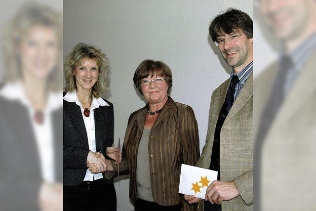 Bastelkreis unterstützt Kirche und Gemeinde
