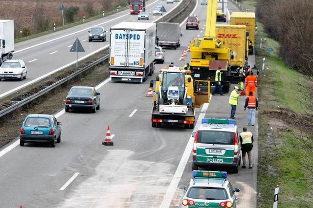 Lastwagenfahrer stirbt auf der A5 bei Friesenheim