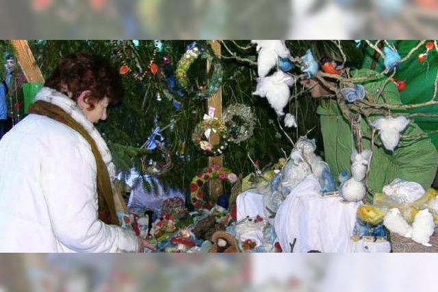 Nikolaus eröffnet den Weihnachtsmarkt