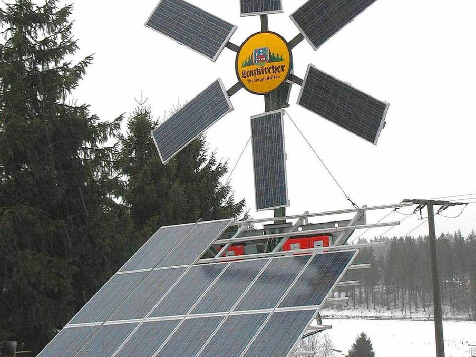 Sonnen- und Windenergie kann das kleine Kraftwerk in Unterlenzkirch produzieren.  | Foto: Manfred-G. Haderer