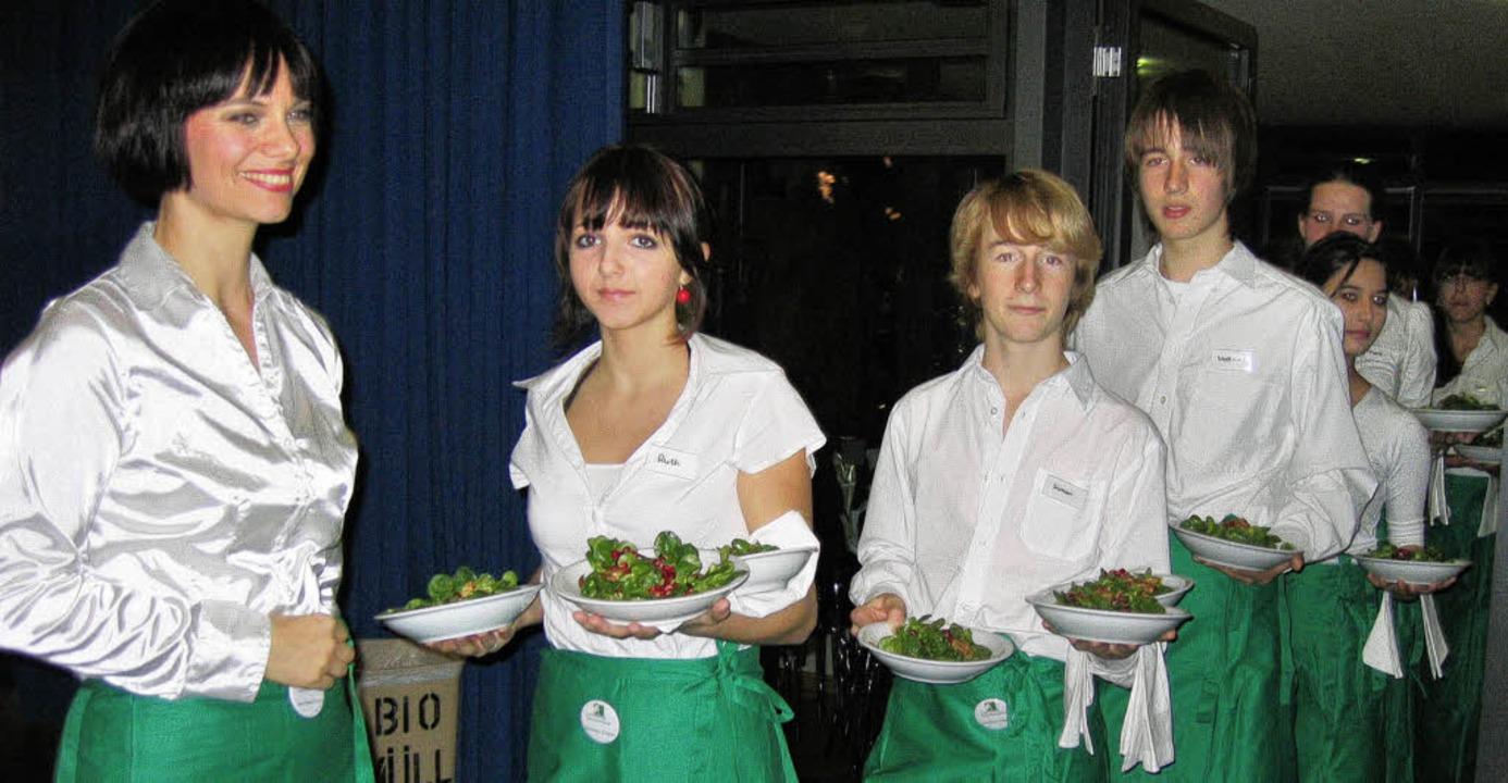 Cornelia Hauser (links) managte den Se...willigen Helfern rasch und reibungslos  | Foto: Ingeborg Grziwa