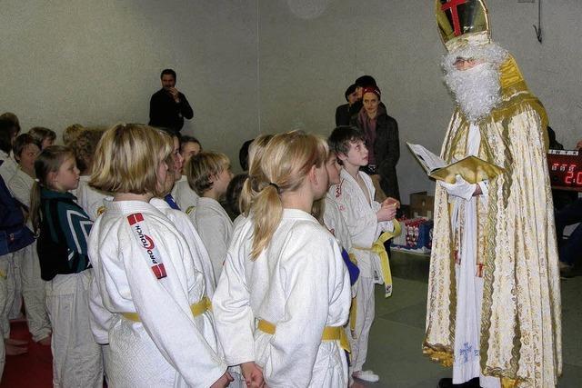 Die Pokale gab's vom Nikolaus persönlich