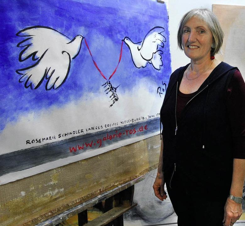 Die Freiburger Künstlerin Rosemarie Sc...iedenstauben für die Berliner  Mauer.   | Foto: michael bamberger