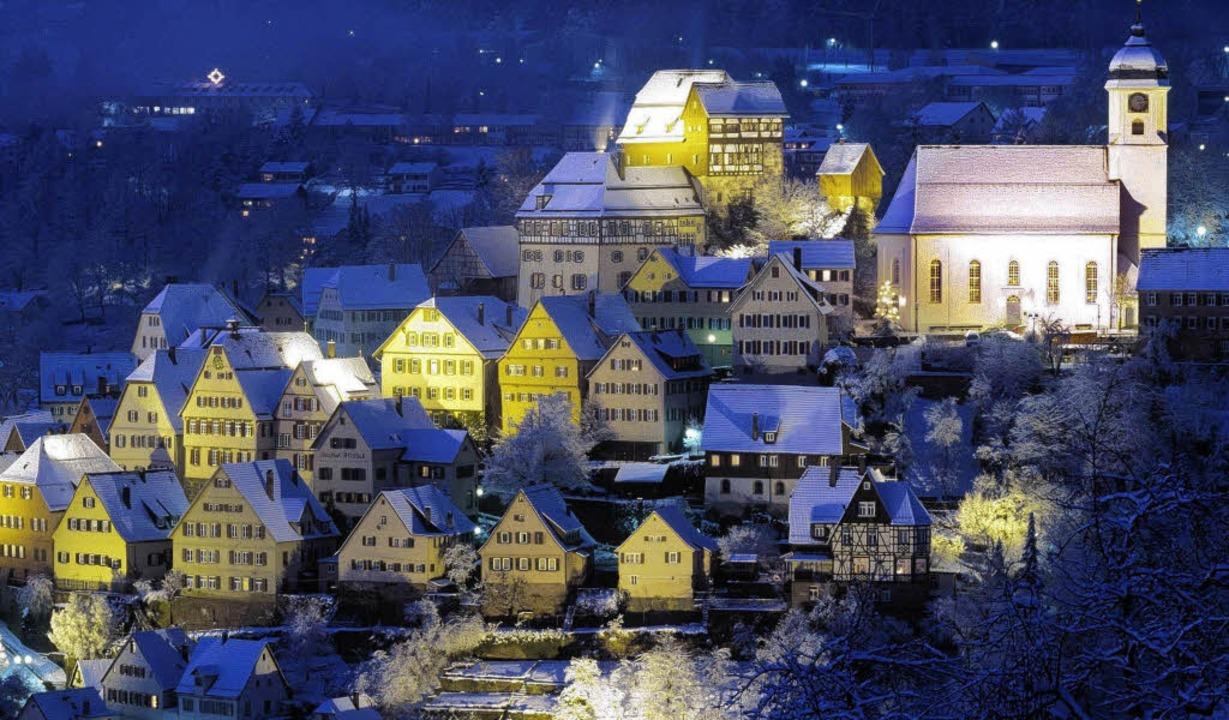Fast wie eine Eisenbahnlandschaft  wirkt Altensteig im Winter.   | Foto: PR