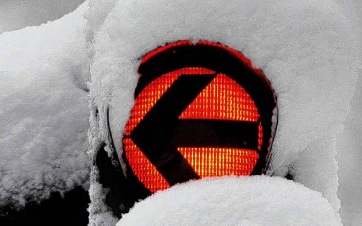 Auch im Schnee müssen Ampeln   leuchten.     Foto: ddp