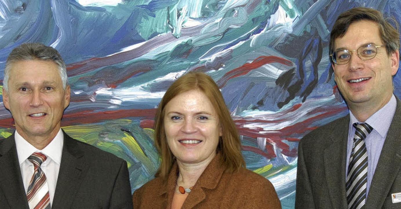 Heinz Disch (links), Bärbel Höltzen-Sc...ung von älteren Langzeitarbeitslosen.     Foto: Markus Zimmermann-Dürkop