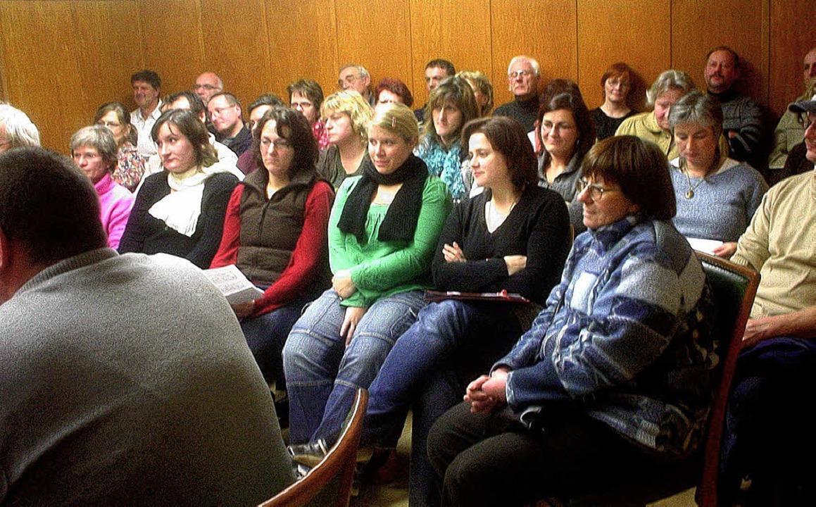 Mit großem Interesse verfolgten die Zuhörer die Ratssitzung.  | Foto: Merz