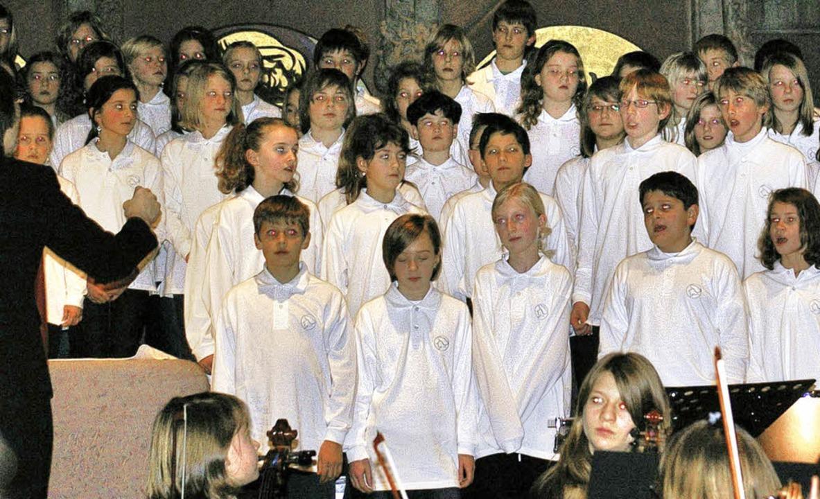 "Die Synergie aus Schulorchester, Chor ...22;Hark! The Herald Angels Sing""    Foto: Frank Kiefer"