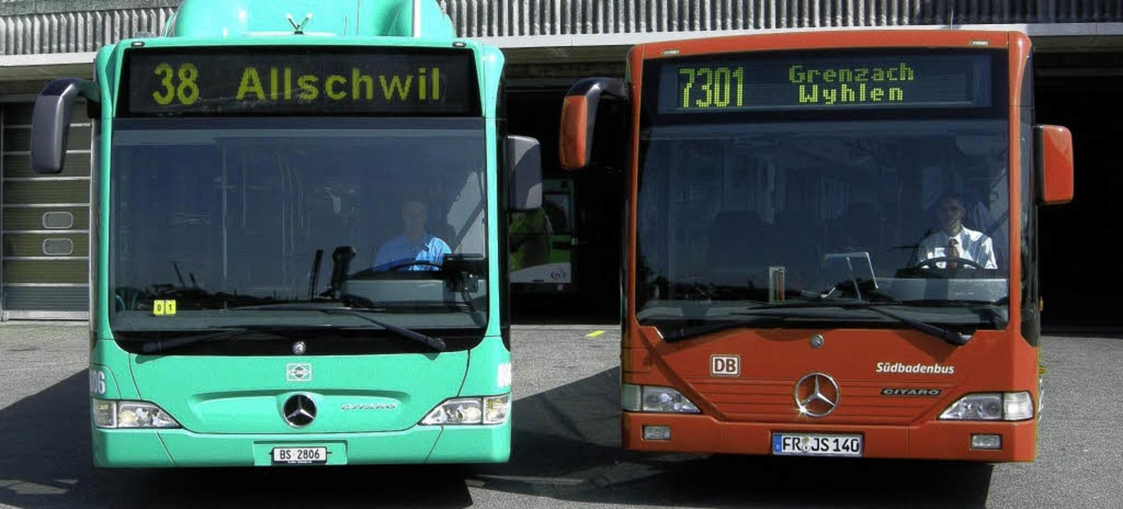 Diese Busse der Basler Verkehrsbetrieb...uf der grenzüberschreitenden Linie 38.  | Foto: BZ