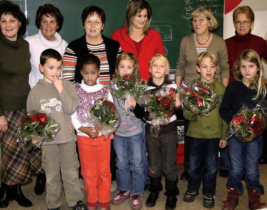 Dank für  20 Jahre Engagement: Die Fra...r, Inge Neumann und Adelheid Markoni.   | Foto: heiner fabry
