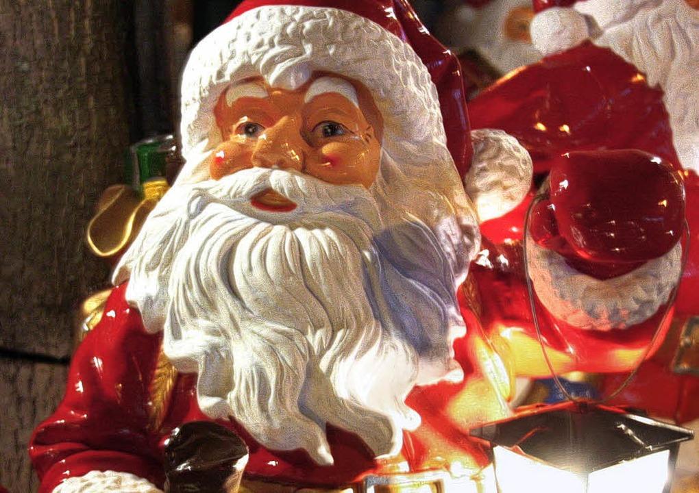 Festlicher Schmuck ziert jetzt in der ...htszeit allerorts die Einkaufsstraßen.  | Foto: christine aniol