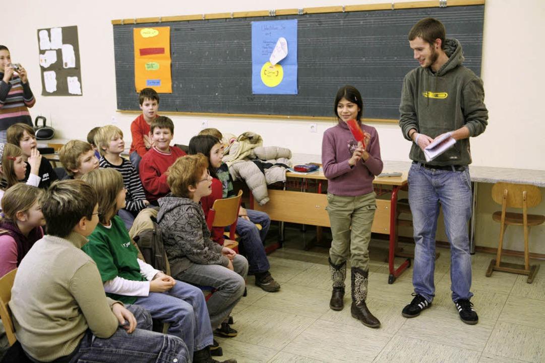 Spielerische Annäherung an die Sprache...ässlern der Friederike-Brion-Schule.      Foto: Christoph Breithaupt