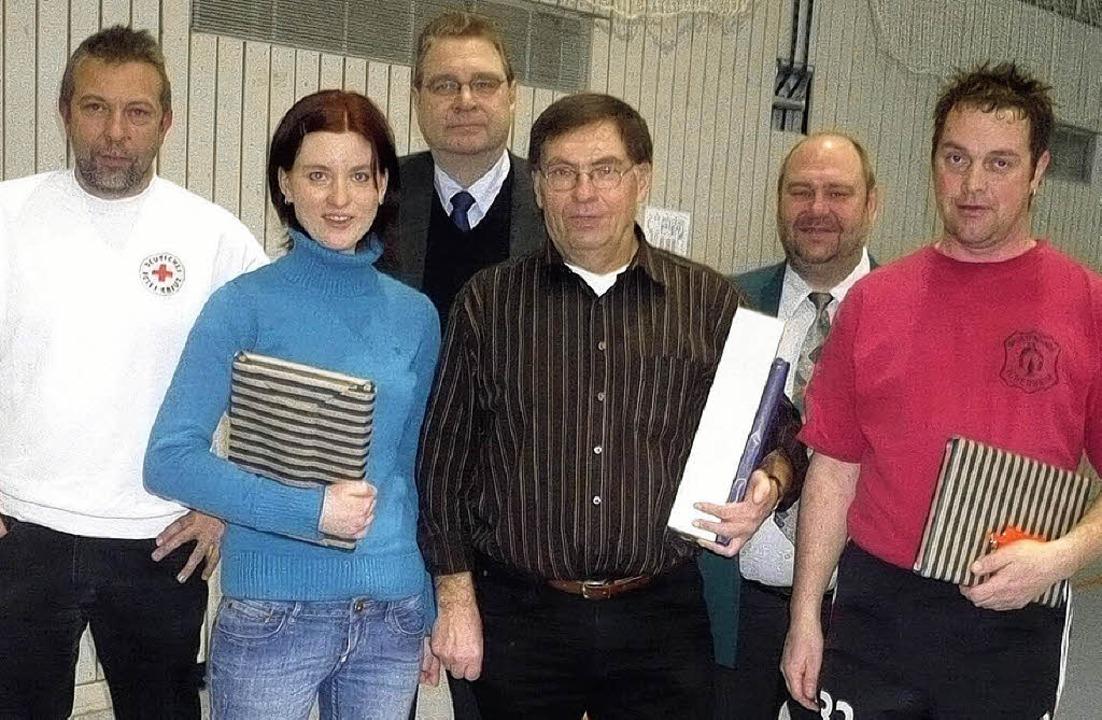 Der 10000. Blutspender wurde in Ichenh...er Preisler und  Patrick Reichenbach.     Foto: Fink