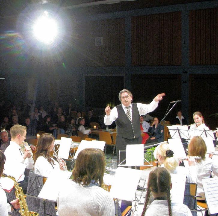 """Mit Dirigent Hans Burg lief das Jugend...er"""" zu größter Spielfreude auf.     Foto: stefan merkle"""