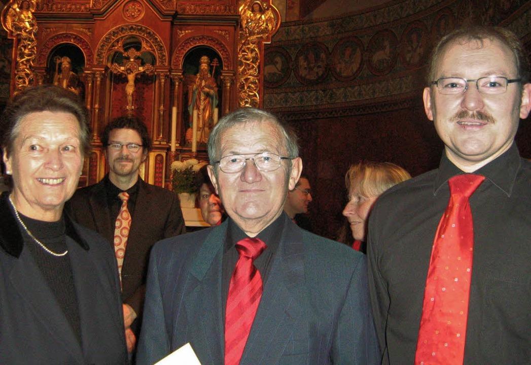 Für 40 Jahre Treue zum Kirchenchor ehr...) Gisela Kusser und Heinrich Siebold.     Foto: Anne Freyer