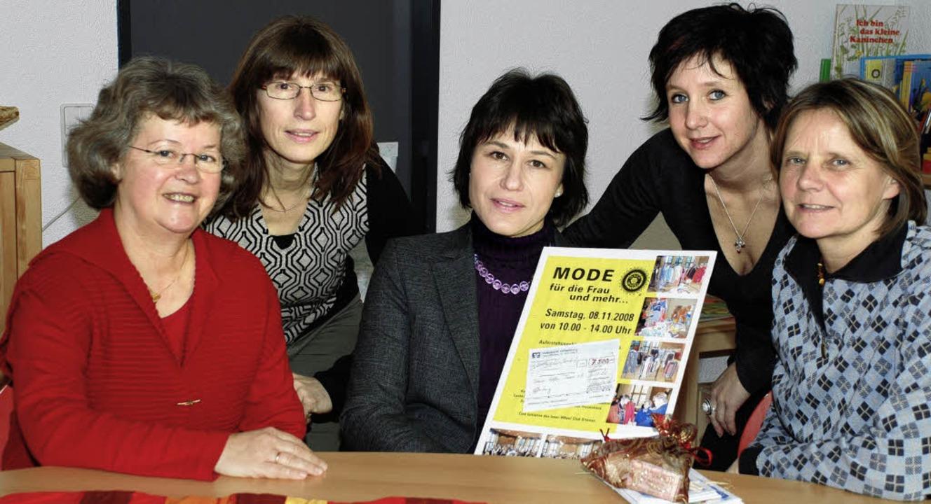 Frauen helfen Frauen: Renate Piderit (...oris Goeth (von links) vom Frauenhaus.    Foto: gertrude siefke