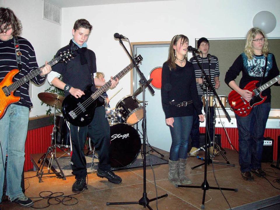 Fabian Keller, Heiko Faller, Robin Lem...s die Schulband musikalisch drauf hat.    Foto: Martha Weishaar
