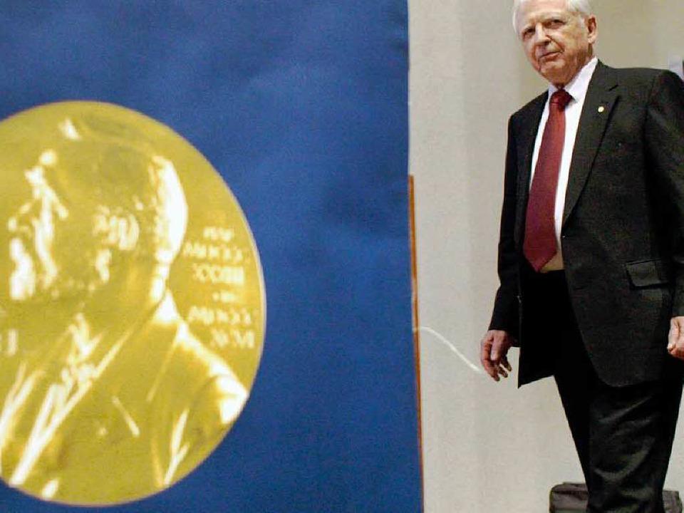 Der  Medizin-Nobelpreisträger 2008, Ha...zu einer Pressekonferenz in Stockholm.  | Foto: dpa