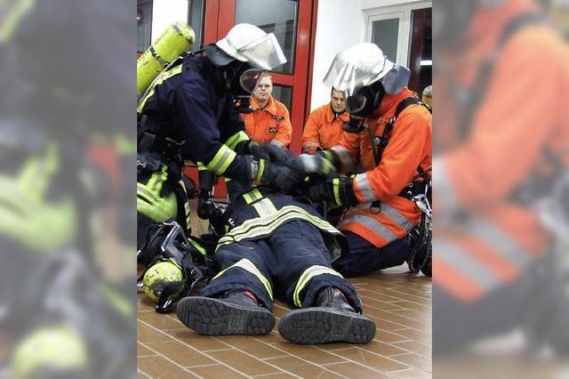 Feuerwehr rettet Feuerwehrmann