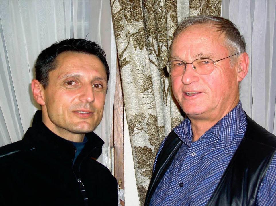 Martin Halm (links) übergab den Vorsit...ählervereinigung Schönau an Ingo Braun    Foto: Karin Stöckl-Steinebrunner
