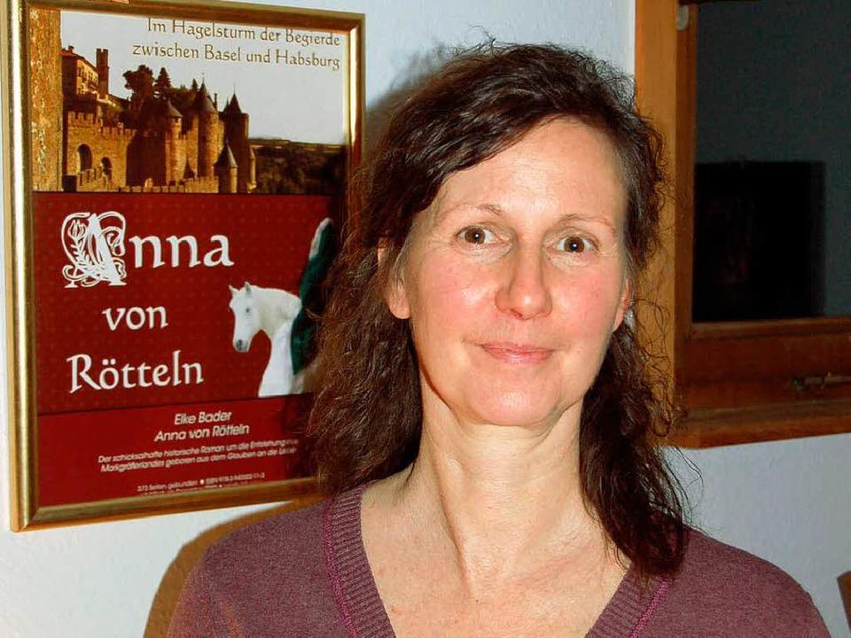 """Elke Bader aus Lehnacker, Autorin des ...en Romans """"Anna von Rötteln""""    Foto: Hermann Jacob"""